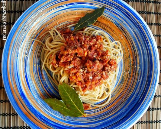 spaghetti al ragù di noci
