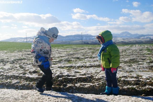 bimbi sulla neve